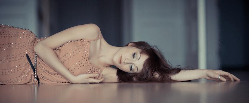 Frau mit hormonellen Veränderungen