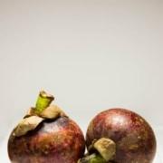 Viele Leute haben gute Erfahrungen mit Mangostan gemacht – im Test werden Frucht, Pulver & Saft vorgestellt.