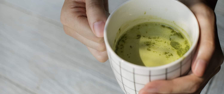 Die Wirkung der Inhaltsstoffe von Weizengras, entfaltet sich als Tee genau so gut